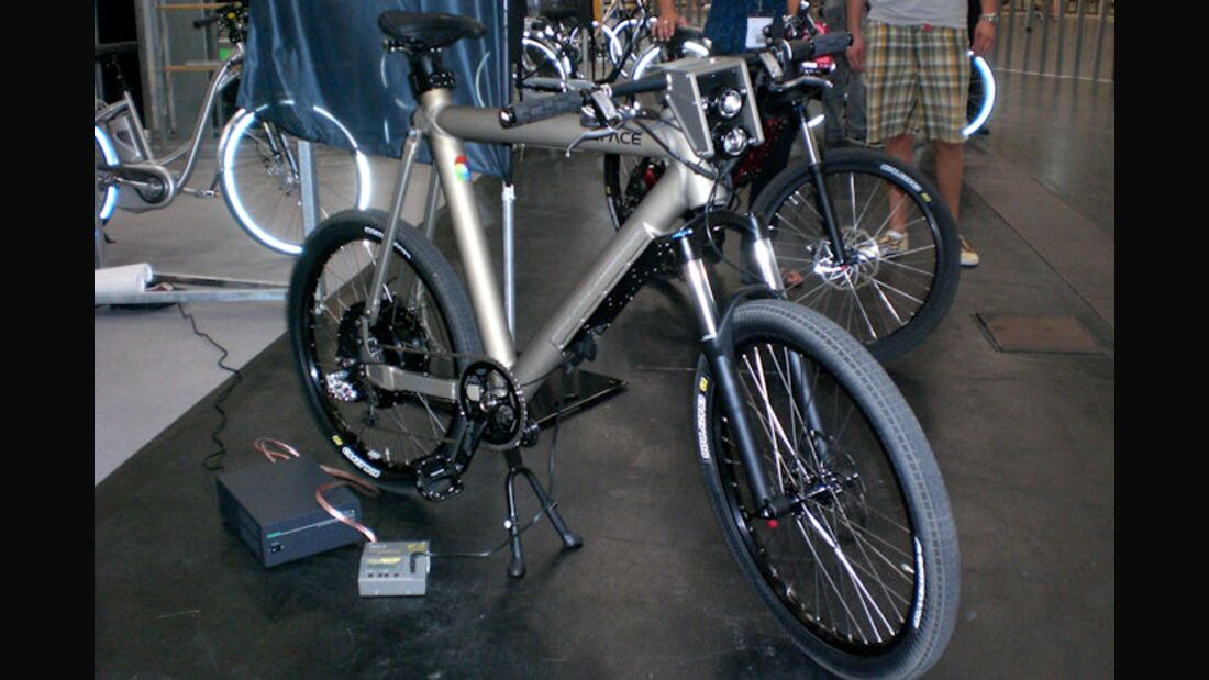 UB_Bike_Expo_2010_Grace_mst_CIMG4953_totale (JPG)